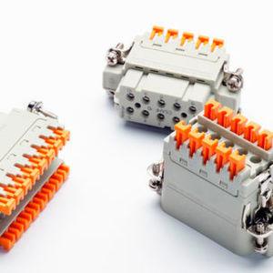Die Steckverbindereinsätze von Ilme mit werkzeugloser, intuitiver Schnellanschlusstechnik Squich sind erstmalig in schmaler Bauform verfügbar.