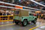 Ja, wirklich: Der letzte Defender hat das Land-Rover-Werk im britischen Solihull verlassen.