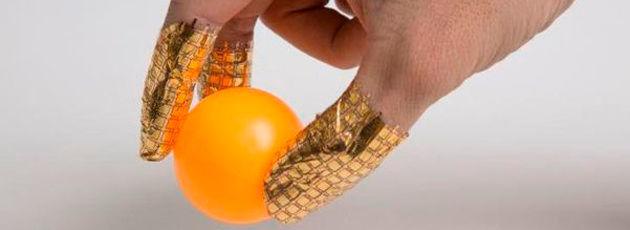 Die hochempfindlichen Drucksensoren lassen sich an den Fingern tragen, während sie die Druckverteilung messen.