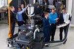 """Aufbauend auf ein konkretes Investitionsprojekt entwickeln Experten von Schaeffler und Deckel Maho Pfronten ein Maschinenkonzept """"Werkzeugmaschine 4.0"""", das vom Sensor bis in die Cloud bestehende Technik mit neuen digitalisierten Komponenten vernetzt und einen konkreten Schritt in Richtung digitalisierte Produktion darstellt."""