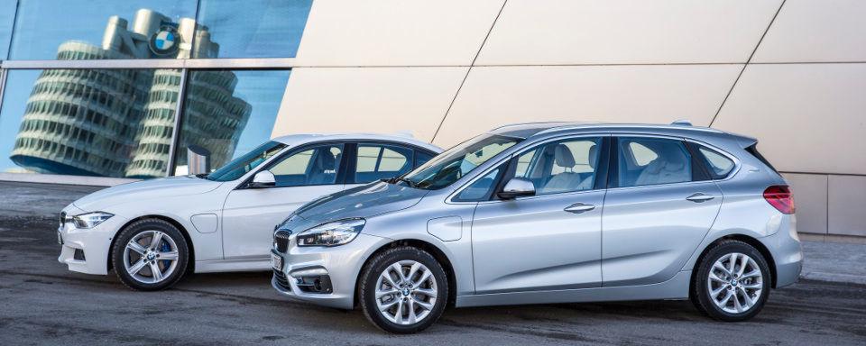 BMW macht das Volumensegment elektrisch: Mit dem 225xe und 330e wollen die Münchener zwei starke und sparsame Plug-in-Hybrid-Alternativen auf den Markt bringen.