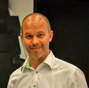 Für den schwedischen Stahlkonzern SSAB ist Jonas Adolfsson, Teil der globalen Geschäftsentwicklungsgruppe für die Automobilindustrie, beim Leichtbau-Gipfel zu Gast.