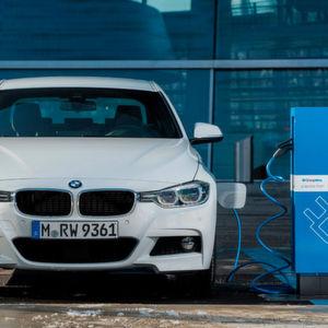 Ab März gibt's den BMW 3er auch mit Stecker.