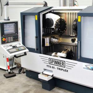 Werkzeugmaschine mit Highend-CNC.