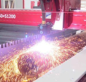 Microstep vereint die universelle Bearbeitung von Blechen, Rohren und Profilen an einer CNC-Maschine.