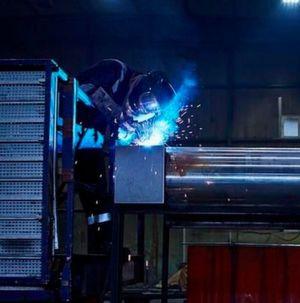 Qualifizierte Mitarbeiter mit Schweißerprüfungen nach ISO 9606 und Zulassungen bis Materialgüte S960 sind die Grundlage für die Jebens-Zertifizierung nach DIN EN 1090-2 EXC 4 und ISO 3834.