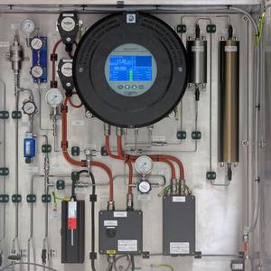 Der Analysator verfügt über ein vollfarbiges Touch-Screen-Interface, das die Bedienung und Konfiguration vor Ort ermöglicht – auch im Ex-Bereich.