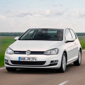 Trotz eines Absatzeinbruchs bleibt der VW Golf mit weitem Abstand das meistverkaufte Auto in Deutschland.