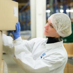 B+S wird auf der 18 000 Paletten fassenden Fläche in Eppertshausen in erster Linie frei verkäufliche pharmazeutische Produkte, Nahrungsergänzungsmittel und Kosmetika gelagern und konfektionieren.