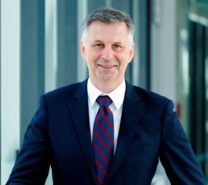 Prof. Robert Schmitt