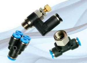 Pneumatik-Steckverschraubungssystem der Blue C-Line mit T-Steckanschluss, 90° Steckverbinder und Mehrfachsteckverbinder.
