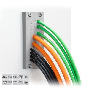 Die Kabeldurchführungsplatte KEL-DPZ 24 von Icotek verspricht eine größere Packungsdichte als bei herkömmlichen Lösungen mit vergleichbarer Fläche.