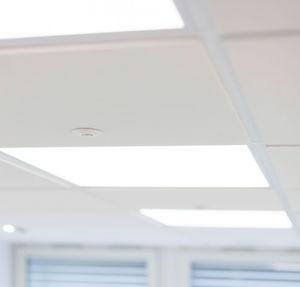 Die LED-Leuchten sind mit Sensoren ausgestattet. Sie kommunizieren mit den Aktoren und Systemmanagement über verschlüsselte IP-Netzwerke.