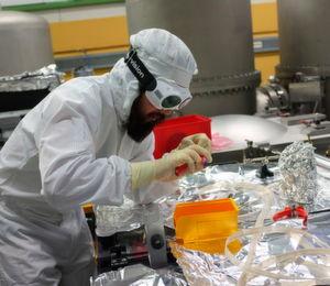 Forscher am Gravitationswellendetektor GEO600 bei Hannover