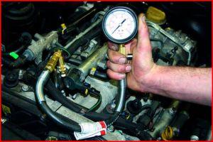 Eine Kompressionsmessung schafft schnell Klarheit über den mechanischen Zustand des Motors.