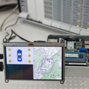 Das Fraunhofer-Institut für sichere Informationstechnologie SIT hat einen Software Stack zur Absicherung von eingebetteten Systemen entwickelt, der sichere Identitäten und geschützte Kommunikationswege sowie der Schutz von sensitiven Daten im Internet der Dinge ermöglicht.