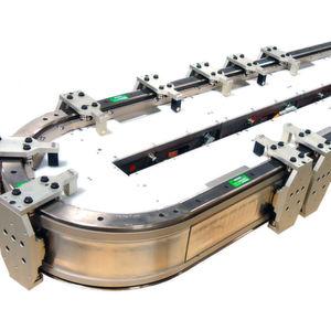 Mit dem Fördersystem, können mehrere magnetisch angetriebene Mover auf Geraden und Kurven unabhängig gesteuert werden.