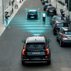 Neuere Volvo-Modelle erkennen nicht nur Autos, sondern auch Radfahrer und Fußgänger.