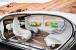 Die Mercedes-Studie F015 ist innen eher Wohnzimmer als Cockpit.