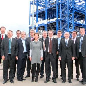 Baustelle einer neuen Pflanzenschutzmittel-Anlage im Chemiepark Knapsack: Vertreter der Standortunternehmen sowie des Betreibers Infraserv Knapsack besichtigen den Fortschritt des 150 Millionen-Euro-Projekts von Bayer Crop Science.