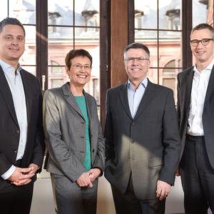 Gutes Ergebnis für Roche in Deutschland: Dr. Thomas Schinecker, Dr. Ursula Redeker, Dr. Hagen Pfundner und Dr. Oliver Haferbeck zogen Bilanz (v.l.n.r).