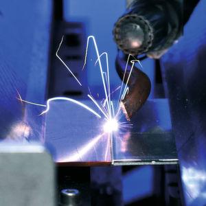 Prozess des Laserstrahlschweißens von Al-Cu-Verbindungen.