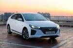 Optisch ähnelt er mit seiner Tropfenform dem Hybrid-Pionier Toyota Prius.