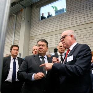Minister Gabriel besucht EBM-Papst in Mulfingen