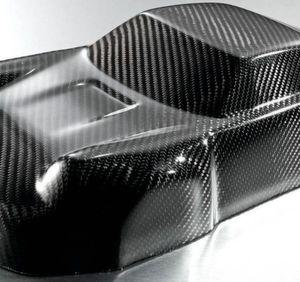 Carbonfasermodell eines Sportwagens, hergestellt mit Raku-Tool Flüssigsystemen von Rampf. Wie das hergestellt wurde, erfahren die Besucher des Rampf-Standes auf der JEC World 2016 in Paris vom 8. bis 10. März.