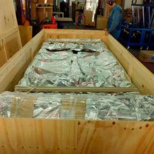In Kisten aus Vollholz oder Holzwerkstoffen werden Produkte der Bau-, Glas- und Papierindustrie, aber auch aus dem Maschinen- und Anlagenbau sowie der chemischen Industrie versandfertig bereitgestellt.
