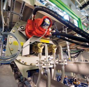 Im Knetreaktor wird synthetisch hergestellter Kautschuk von seinem Lösungsmittel getrennt. Am Fraunhofer PAZ sind solche Anlagen sowohl im Labor- als auch im Technikumsmaßstab verfügbar.