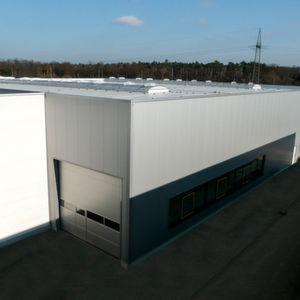 Der Betrieb des neuen Gebäudes wird bereits Ende Februar aufgenommen. Die offizielle Einweihung wird Im Sommer im Rahmen einer Firmenveranstaltung stattfinden.
