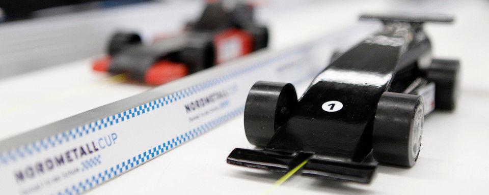 Die Nachwuchs-Ingenieure von morgen können ihr Wissen schon heute in Mini-Formel 1-Renner einbringen.