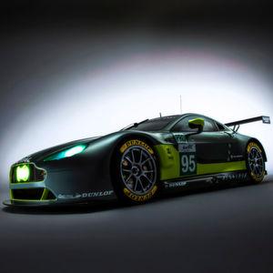 Die Aston Martin Vantage GTE und GT3 werden 2016 von Dunlop bestückt.