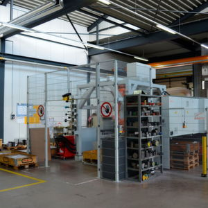 In der hauseigenen Fertigung setzt das Unternehmen auf automatische Lager- und Sägetechnik von Kasto.