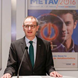"""Dr. Wilfried Schäfer, Geschäftsführer beim Veranstalter VDW (Verein Deutscher Werkzeugmaschinenfabriken) freut sich: """"Die METAV punktet wieder mit ihrem riesigen Angebot an Großmaschinen. Außerdem sind die beiden Themen Additive Manufacturing und Quality der Renner."""""""