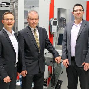 Dr. Stefan Freiberger, Prof. Rolf Steinhilper und Joachim Kleylein-Feuerstein (Von links) betreuen die Anwenderfabrik des Projekts Oberfranken 4.0.