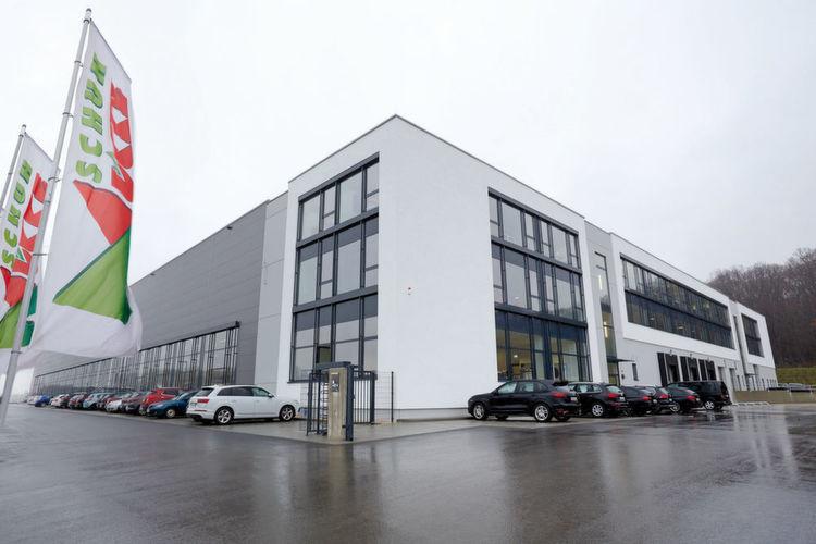 die schuh und sport m cke gmbh ist mit insgesamt 14 filialen in bayern vertreten schuhe. Black Bedroom Furniture Sets. Home Design Ideas
