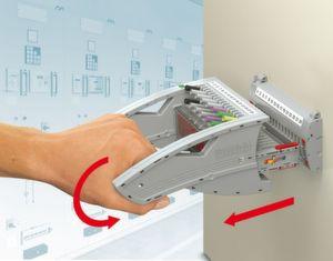 Hohe Sicherheit beim Prüfen: beim Ziehen des Steckers sorgt eine patentierte Drehgriffmechanik bei geringem Kraftaufwand für exakte Signalzustände.