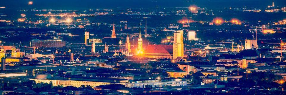 München bei Nacht: die attraktive Metropole im Süden der Republik zieht immer mehr Menschen an.