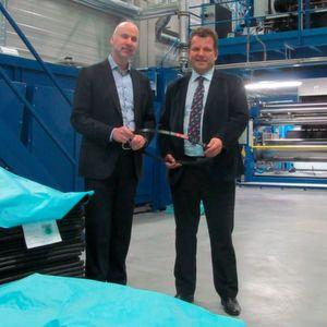 Konrad Ummen (links), Mitglied der Geschäftsführung der Arntz Optibelt Gruppe und Csaba Kala (Werksleiter/GF) Optibelt Power Transmission SRL, Tauthi Magheraus, Rumänien