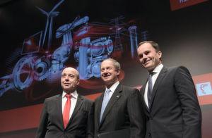 Hannover Messe 2016: Soll der globale Hotspot für Industrie 4.0 werden. Dr. Jochen Köckler (Deutsche Messe), re., John B. Emerson (US-Botschafter in der BRD) und li. Johann Soder (SEW EURODRIVE).