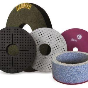 Die Produktpalette der Schleiflösungen basiert auf Namen wie Cranfield Precision, Giustina, Landis, Landis-Bryant oder Gardner Abrasives.