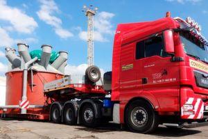 """Vier """"Classifier"""", überdimensional große Komponenten für die Energieversorgung, wurden vom Ruhrgebiet nach Polen transportiert."""