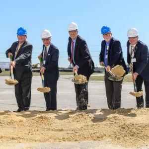 Air Product Offizielle und texanische Politiker beim ersten Spatenstich für die neue SMR Anlage in Baytown.