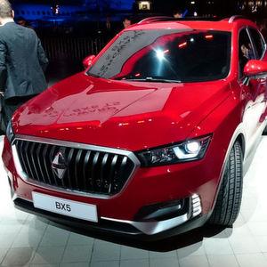 Borgward verkündete am Vorabend des Genfer Salons am Flughafen der Stadt seine Zukunftsvision und zeigte Produkt-Neuheiten wie den SUV BX5.