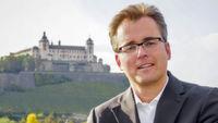 Prof. Dr. Karsten Kilian ist Professor an der Hochschule Würzburg-Schweinfurt und leitet dort den Masterstudiengang Marken- und Medienmanagement. Mit Markenlexikon.com hat er das größte Markenportal Deutschlands aufgebaut.