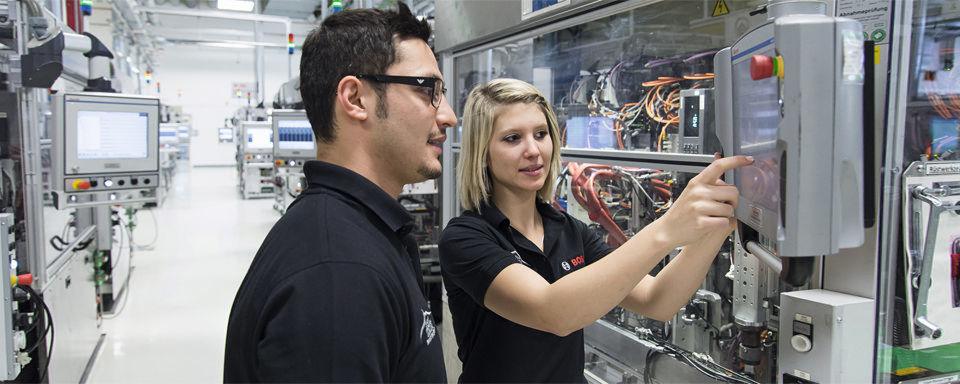 Lean & Green: Alle Erkenntnisse und Erfahrungen im Shop Floor werden in eine weltweite Wissensdatenbank eingepflegt. Die Mitarbeiter befüllen das System mit bewährten Lösungsvorschlägen.