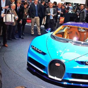 Der Bugatti Chiron ist nur einer von vielen PS-Boliden, die in Genf um die Aufmerksamkeit des Publikums buhlen.