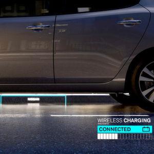 Für Nissan ersetzt der Bordstein in Zukunft nicht nur die Ladesäule, sondern auch die Tankstelle. Induktiv sollen Fahrzeuge am Fahrbahnrand geladen werden.